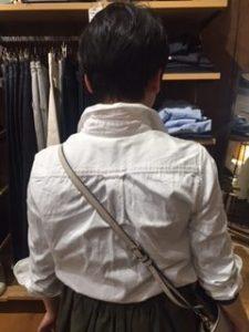 シャツは後姿