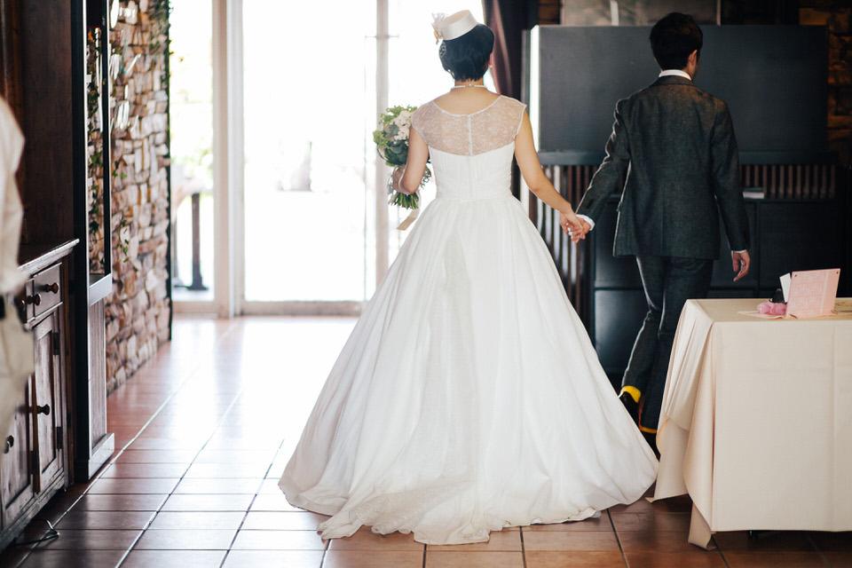 結婚式ドレス 後ろ姿