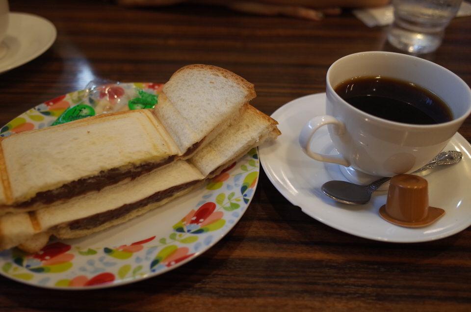 名古屋のモーニング!モーニング喫茶 リヨンで小倉あんプレスサンドを食べてみた!