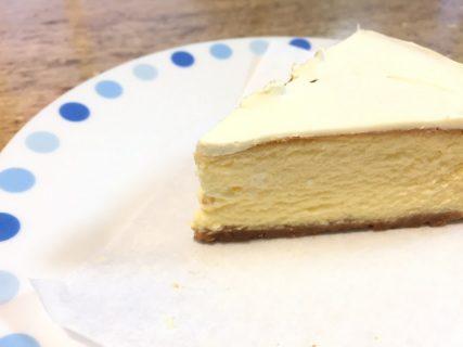 葉山 三角屋根パンとコーヒーのチーズケーキをいただく!